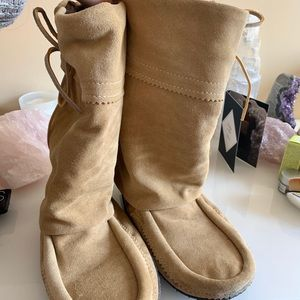 Mukluks moccasin boot